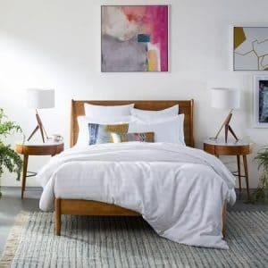 سرير من تشكيلة ميد من ويست الم